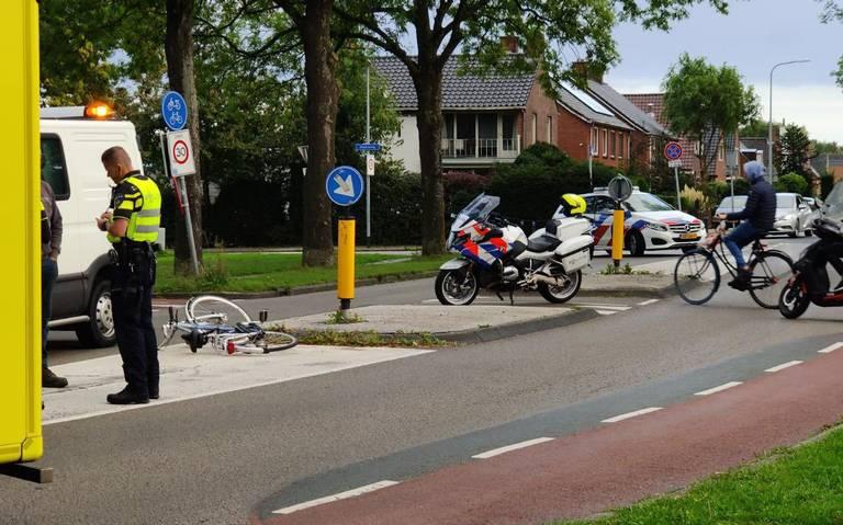 Fietser gewond door aanrijding op Pop Dijkemaweg Groningen.