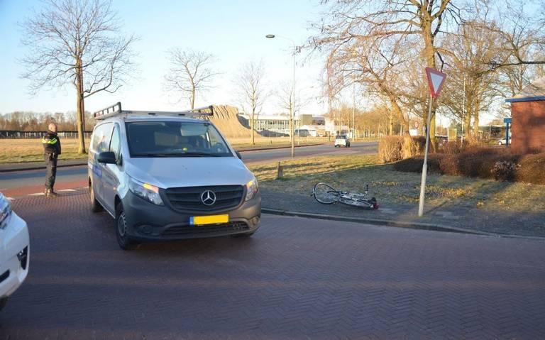 Fietser gewond bij aanrijding met bestelbus op Electronicaweg Stadskanaal.