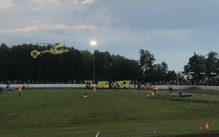Twee mannen gewond bij ongeluk tijdens grasbaanraces in Uithuizen.
