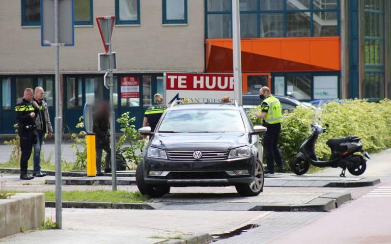 Meisje op scooter aangereden door auto in Assen.