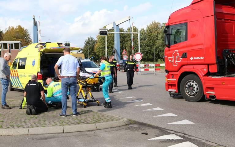 Wielrenner gewond na aanrijding met vrachtwagen in Coevorden.