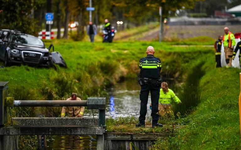 Automobilist overlijdt na botsing tegen boom op Veendammerweg bij Hoogezand.