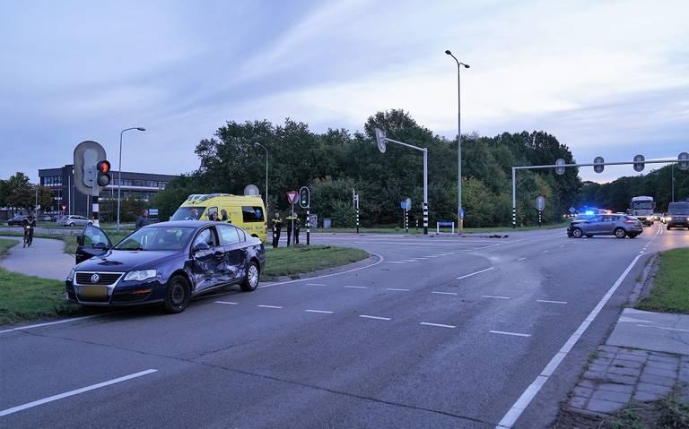 Automobilist naar ziekenhuis na botsing op rondweg Emmen.