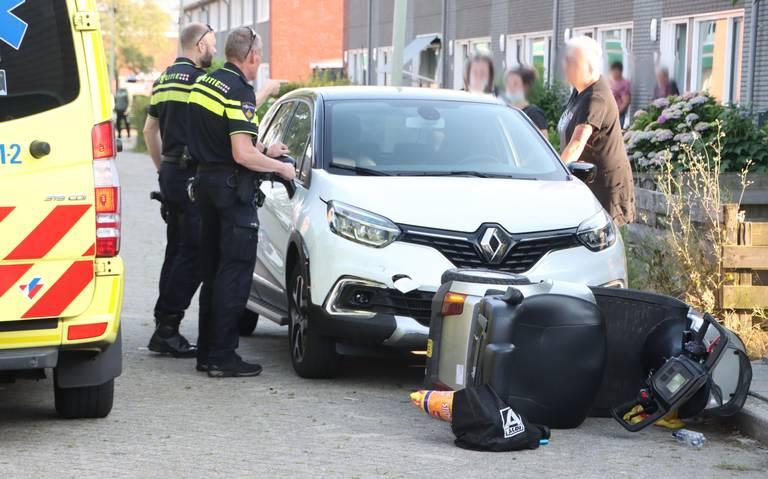 Bestuurder scootmobiel raakt ernstig gewond bij botsing met auto in Klazienaveen.