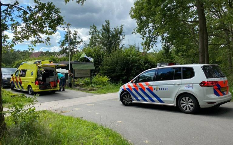 Wielrenner raakt gewond bij botsing in Hoogersmilde.
