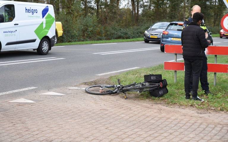 Fietser raakt gewond bij botsing op Bargerweg in Emmen.