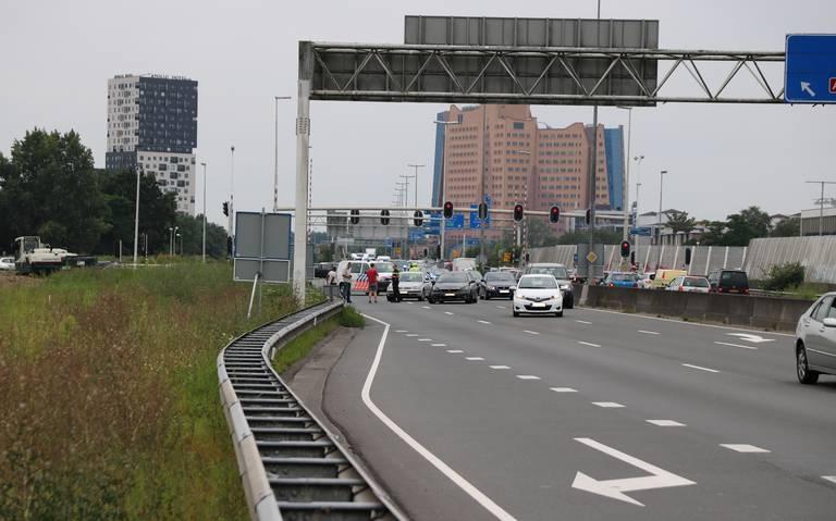 Aanrijding op Julianaplein in Groningen zorgt voor file op de ringweg richting Hoogezand.