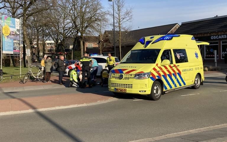 Fietser raakt gewond bij botsing op Wilhelminastraat in Emmen.