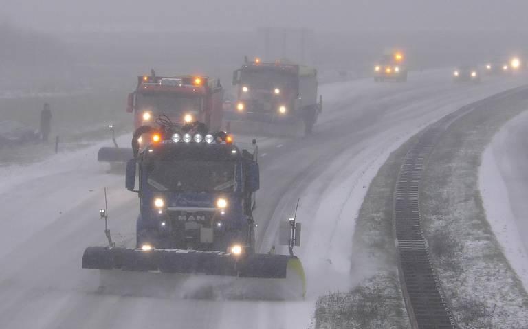 Sneeuwstorm in Groningen en Drenthe. Ongelukken door gladheid. Zeker tot 12 uur geen treinverkeer.