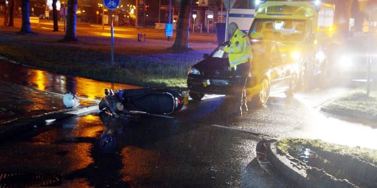 Scooterrijder gewond bij aanrijding Hoendiep.