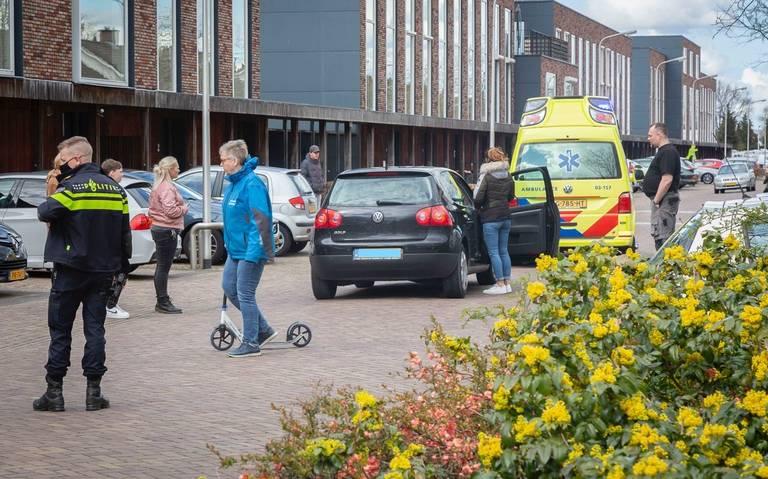 Jongen op step aangereden door auto in Hoogeveen.