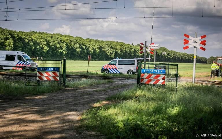 Vakbond Rijdend Personeel na treinongeluk Hooghalen: Hef onbewaakte overwegen sneller op of beveilig ze beter.