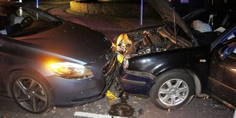 Auto's zwaar beschadigd bij ongeluk in Noord-Sleen.