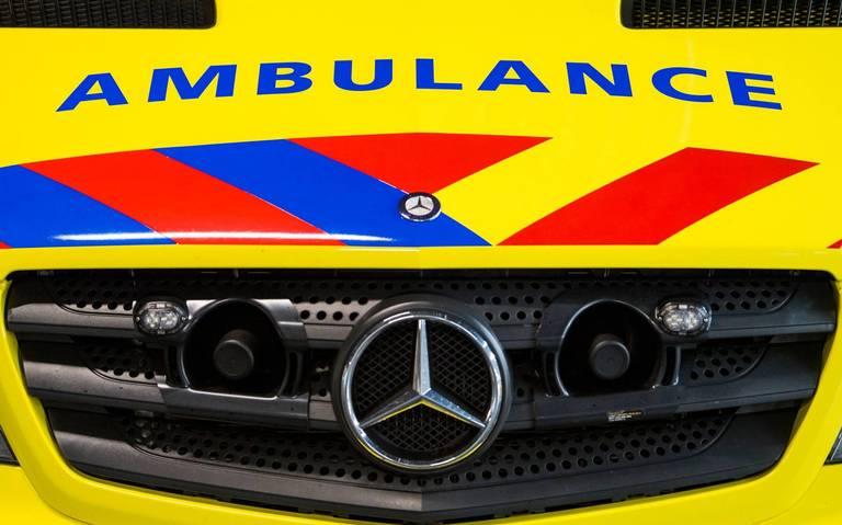 Zwaargewonde na botsing autos op provinciale weg bij Coevorden.