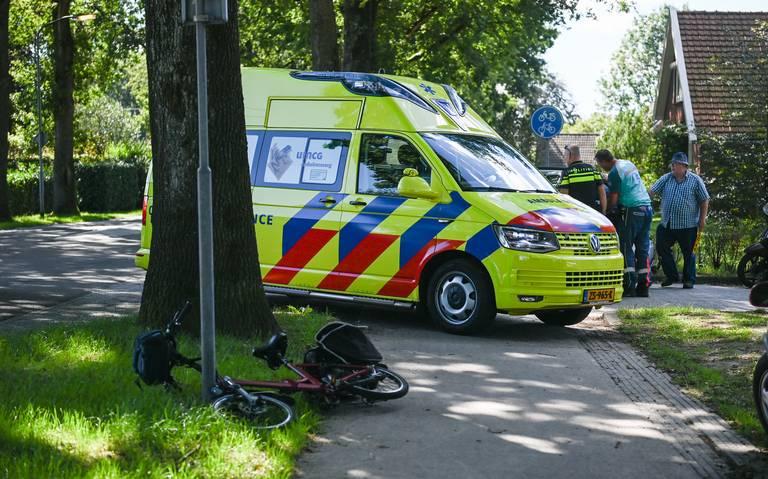 Fietsster raakt gewond bij botsing op kruising Melkweg in Klijndijk.