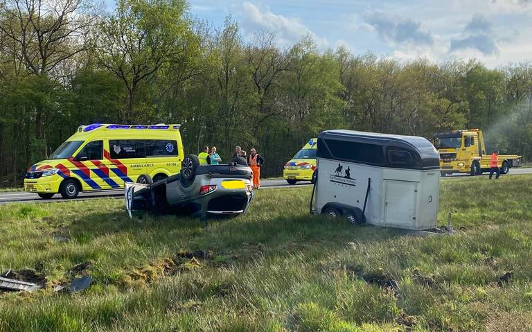 Ravage na ongeluk op de A37 bij Hollandscheveld. Twee rijbanen in beide richtingen tijdelijk dicht.