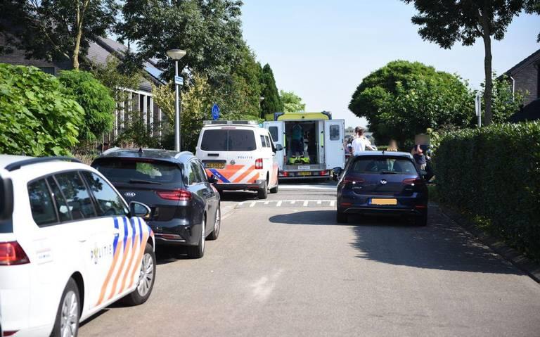 Moeder met kind op fiets aangereden door auto in Groningen.