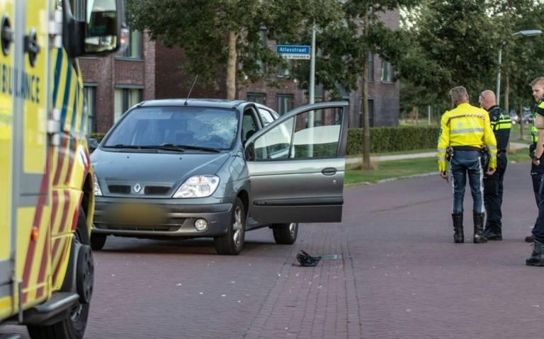 Wielrenner gewond na botsing met auto in Zuidhorn.