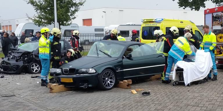 Hoogevener, Noordenveldse en twee Hollandscheveldsters gewond bij botsing Hoogeveen.