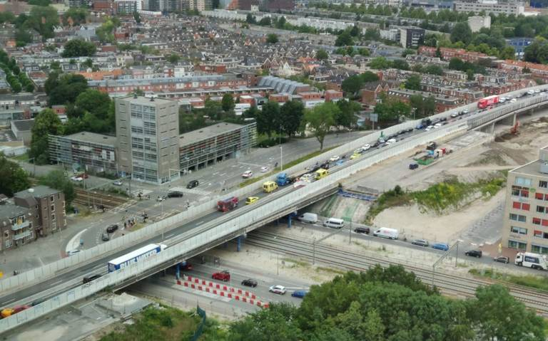 Zuidelijke ringweg stad Groningen afgesloten door ongeluk.