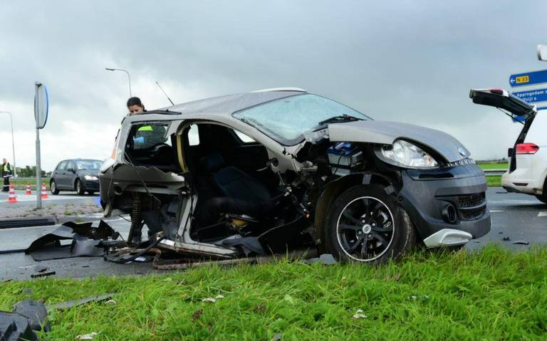 Bestuurder 45 kilometerauto gewond bij aanrijding op N33 bij Holwierde.