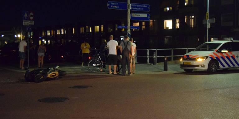 Botsing tussen motorrijder en auto in Uithuizen.