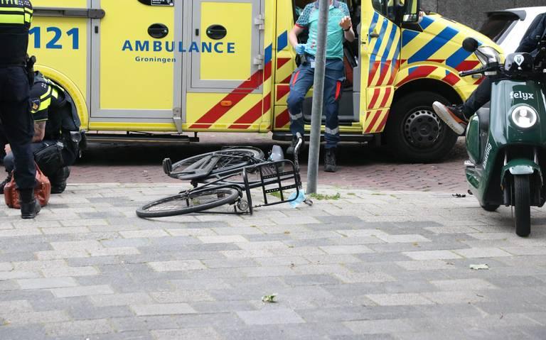 Fietser gewond na aanrijding met auto op Hereplein in Groningen.