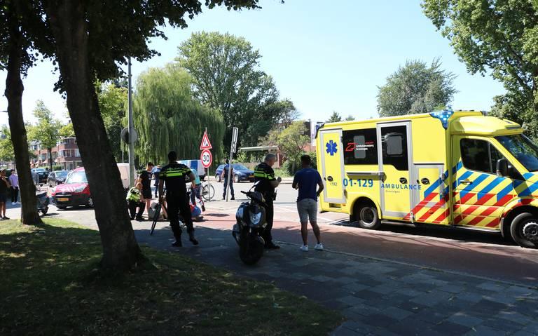 Fietser naar ziekenhuis na aanrijding met scooter op Korreweg in Groningen.