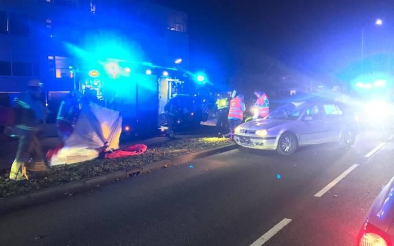 Fietser overlijdt na botsing met auto in Hoogeveen.
