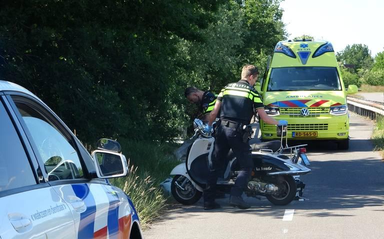 Scooterrijder raakt gewond na ongeluk op de Hondsrugweg bij Emmen.