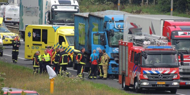 File op A37 door ongeluk met vrachtwagens.