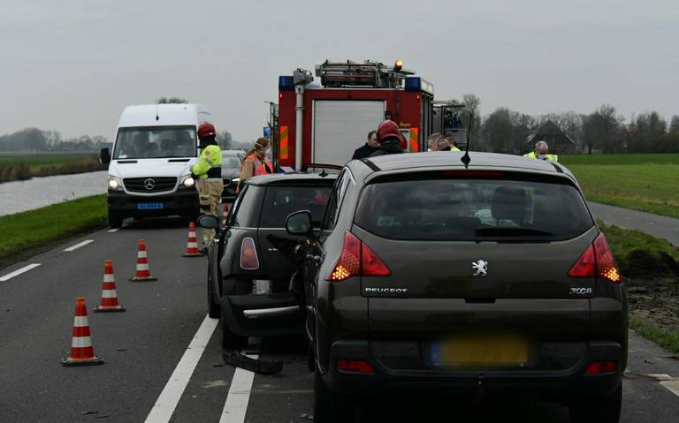 Drie autos betrokken bij ongeluk op N360 bij Ten Boer.