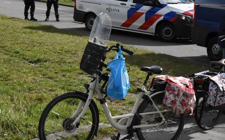 Fietsster lichtgewond bij aanrijding met bestelbus in Groningen.