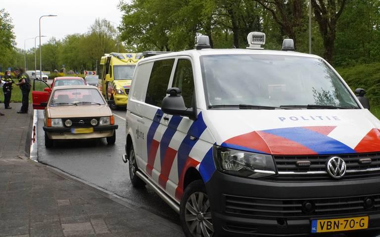 Automobilist naar ziekenhuis na kop-staartbotsing in Assen.