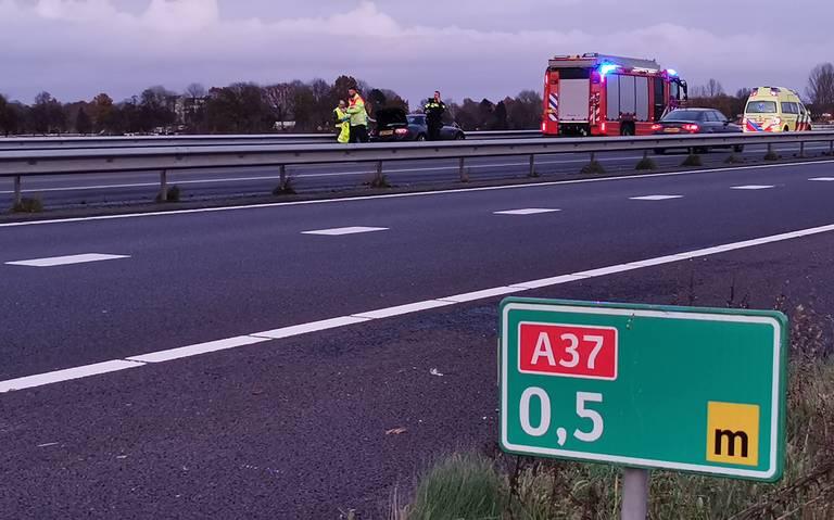 Twee personen gewond bij kettingbotsing op A37 bij Hoogeveen.