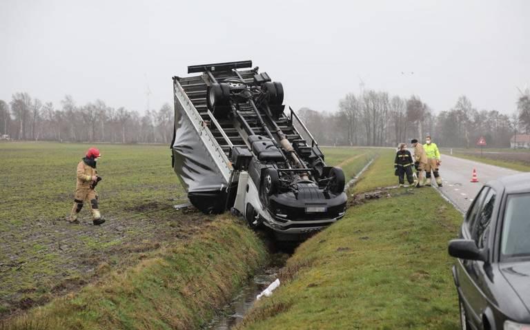 Drenthe en Groningen ondervinden hinder van storm Evert: veel ongelukken en incidenten.