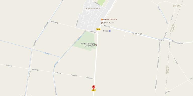Een gewonde bij botsing tussen brommer en auto in Zevenhuizen.