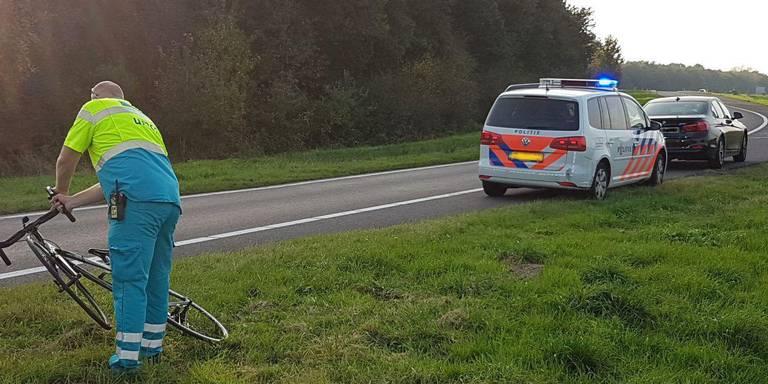 Wielrenner gewond bij botsing met auto in Nieuw-Amsterdam.