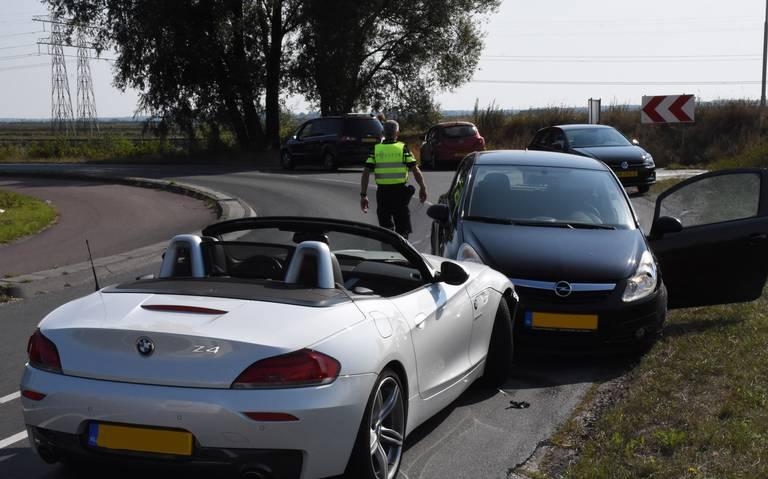 Vrouw gewond bij aanrijding drie autos op Energieweg in Foxhol.