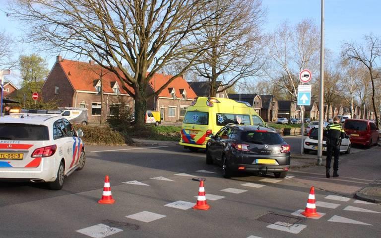 Fietsster gewond bij aanrijding met auto in Hoogeveen.