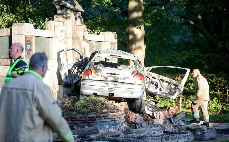 Automobilist overlijdt door aanrijding tegen Scholtenmonument in Stadspark Groningen.