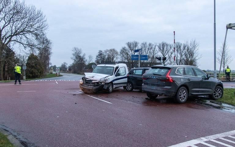 Drie autos beschadigd bij ongeluk in Briltil.
