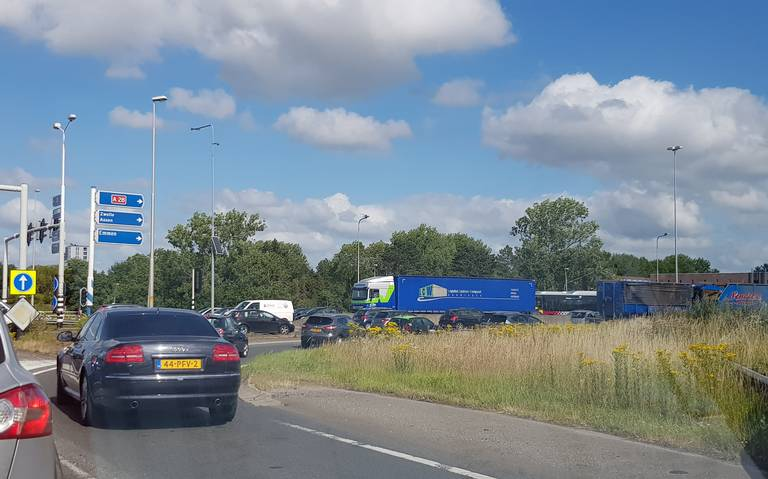 File op A28 tussen Julianaplein en Haren na ongeluk.