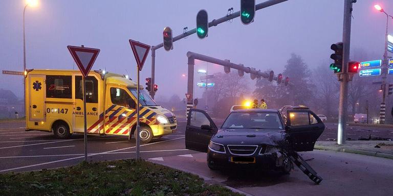 Kruising Rijksweg Groningen dicht door ongeluk.