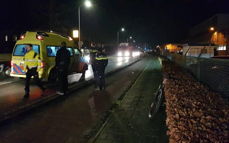Fietser raakt gewond op Industrieweg na aanrijding met busje.