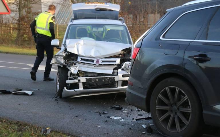 Automobilist gewond bij kop-staartbotsing voor verkeerslichten in Hoogezand.
