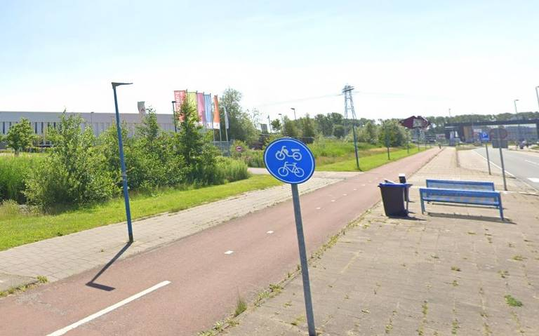 Man op racefiets en kind raken gewond bij botsing op fietspad in Groningen.