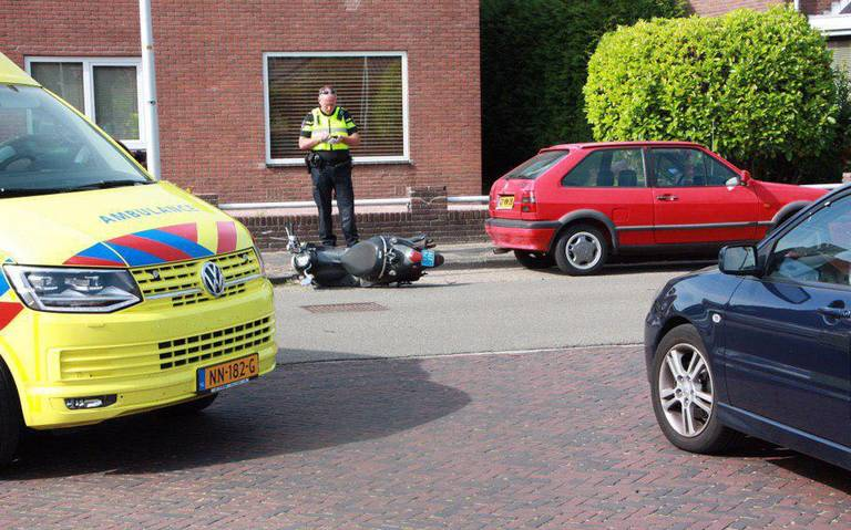 Scooterrijder gewond bij botsing in Hoogeveen.