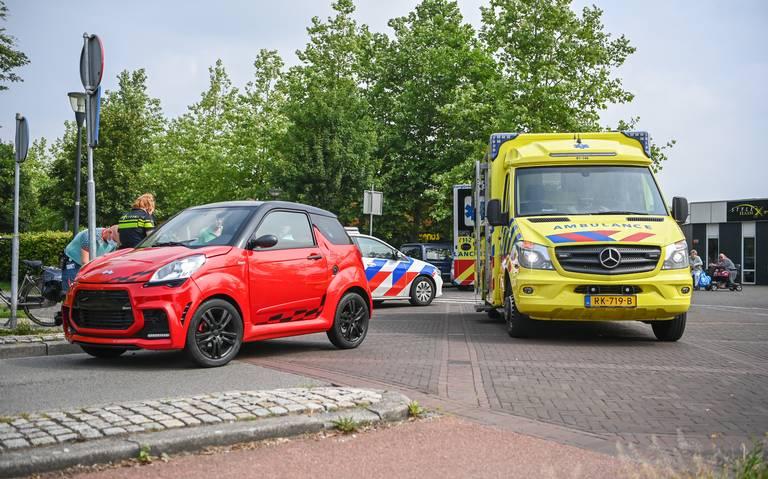 Fietser naar ziekenhuis na aanrijding met auto op de Baron van Nagellstraat.