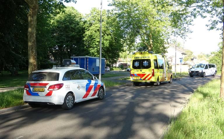 Fietser raakt gewond na botsing met taxibus.